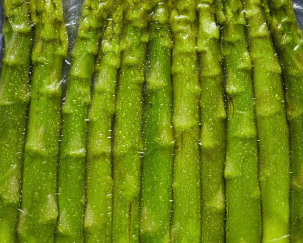 Una ricetta di primavera: asparagi sottovuoto